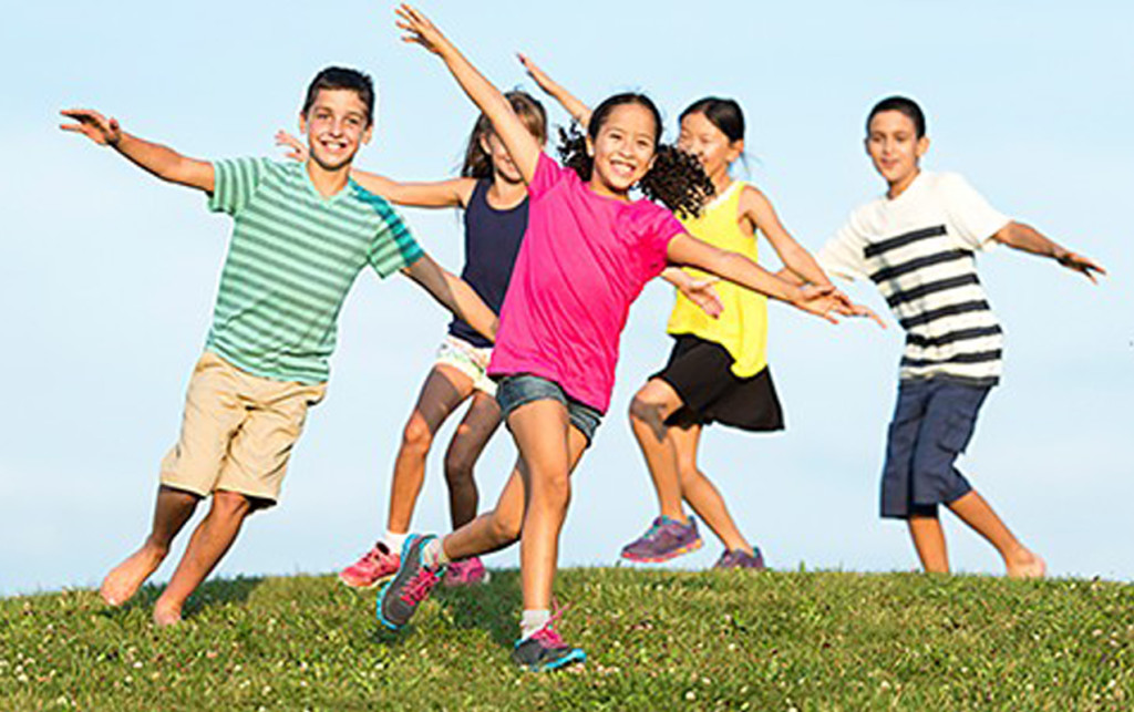 Use our Skills Builder tool to help your child develop physical literacy | ilslearningcorner.com #kidsactivities #activeforlife